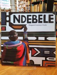 Courtney-Clarke, Ndebele – The Art Of An African Tribe,